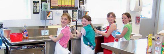 Grupo Académico Panadero Pastelero y Anabella Barrios enseñan a cocinar a los niños