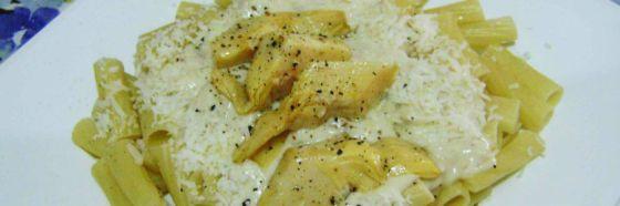 Pasta con bechamel de anchoas y corazones de alcachofa