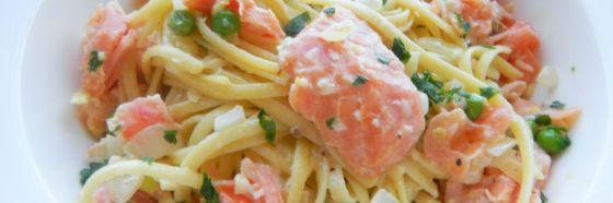 Pasta en salsa de crema de champagne y salmón