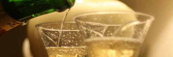 6 tips para una velada sensual con vino espumoso