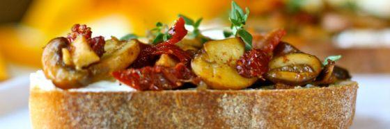 Bruschettas de champiñones y vegetales