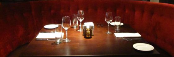 settin g stemware in table
