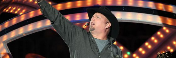 garth brooks singing