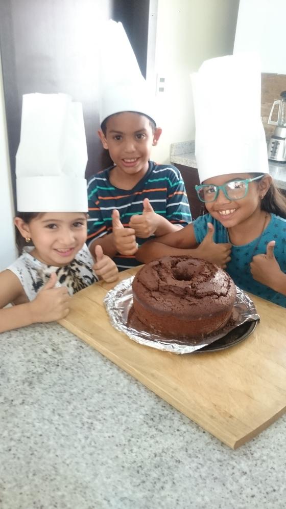niños con torta
