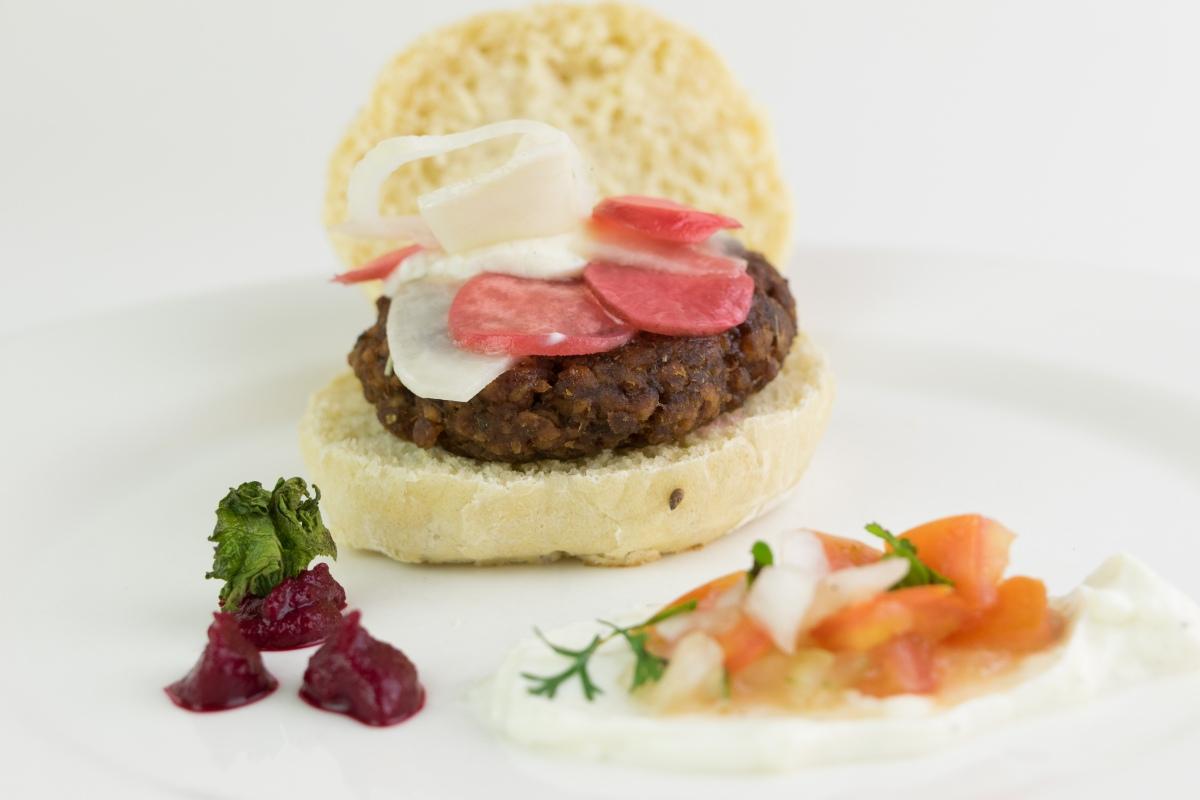esnobgourmet-emplatado-hamburguesa-vegetariana