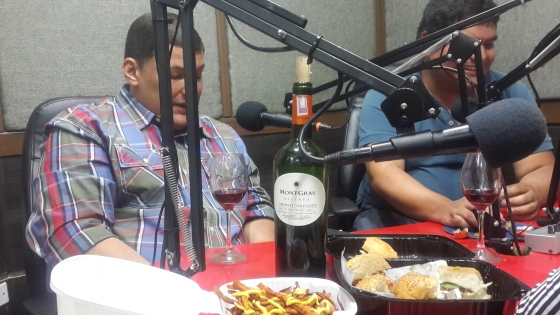 esnobgourmet-maridaje-vino-montgras-hamburguesa